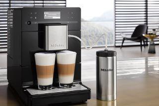 Kaffeevolllautomaten mit kompakten Abmessungen